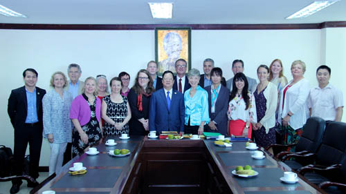 Chủ tịch Vũ Xuân Hồng tiếp đoàn Cây Hòa bình Việt Nam